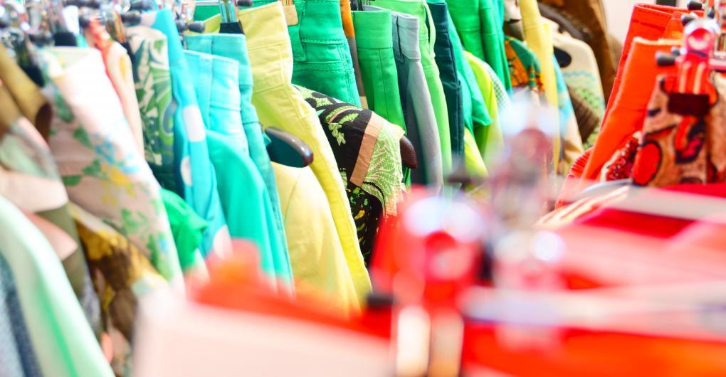 Große Auswahl im Vintys Secondhand-Modeshop Augsburg