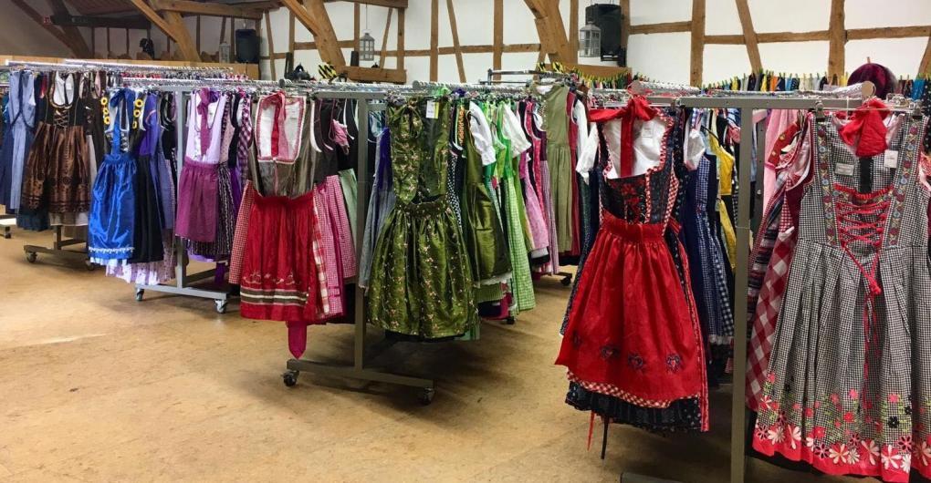 Trachtenmarkt im Secondhand-Modeshop Ettringen