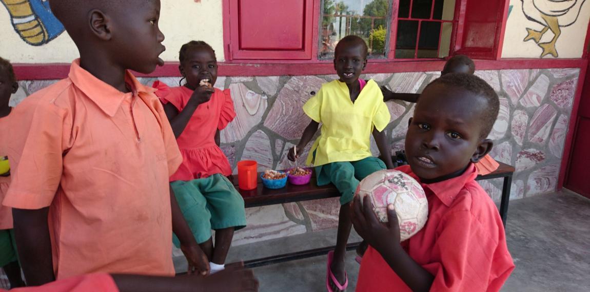 Kindergruppe im Südsudan