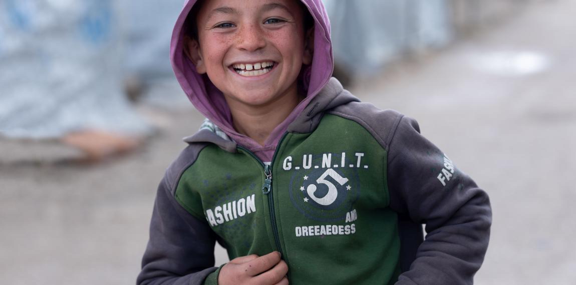 Lachender Junge in einem der Zentren in der Bekaa-Ebene