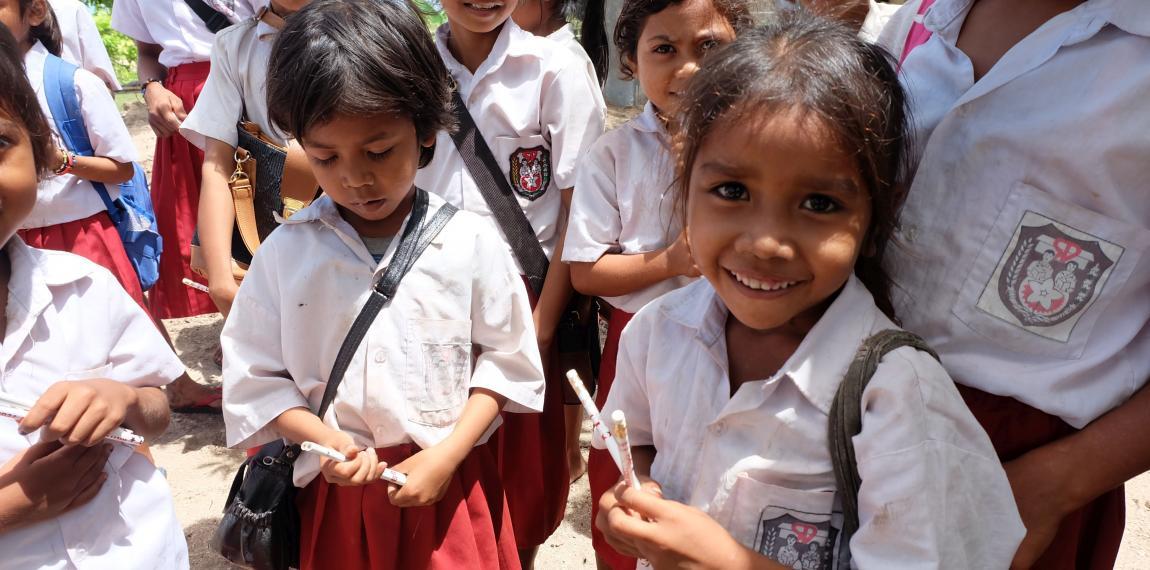 Schülerinnen im Lernzentrum auf Sumba